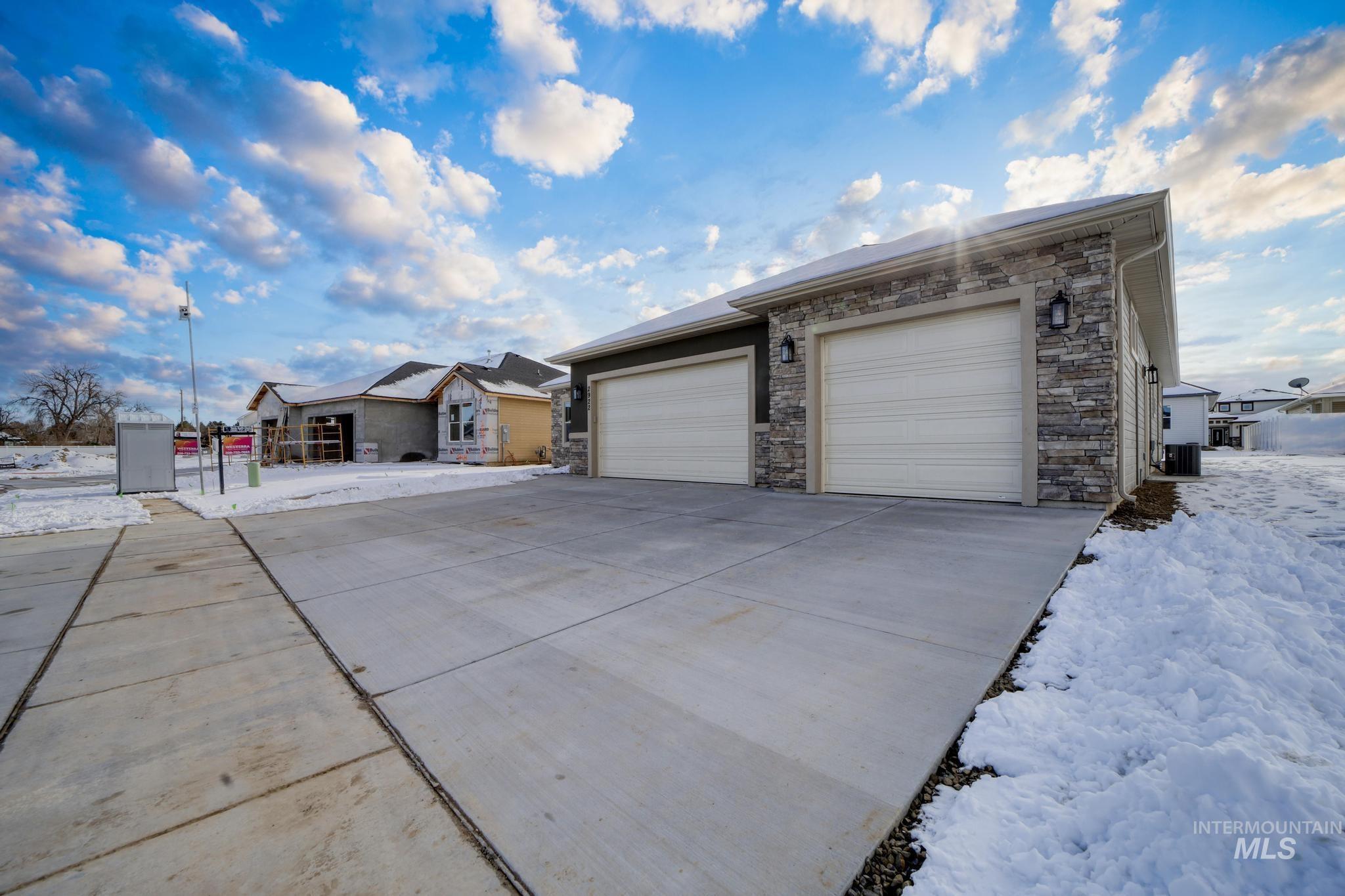 2922 Sun Mountain Drive Property Photo 3