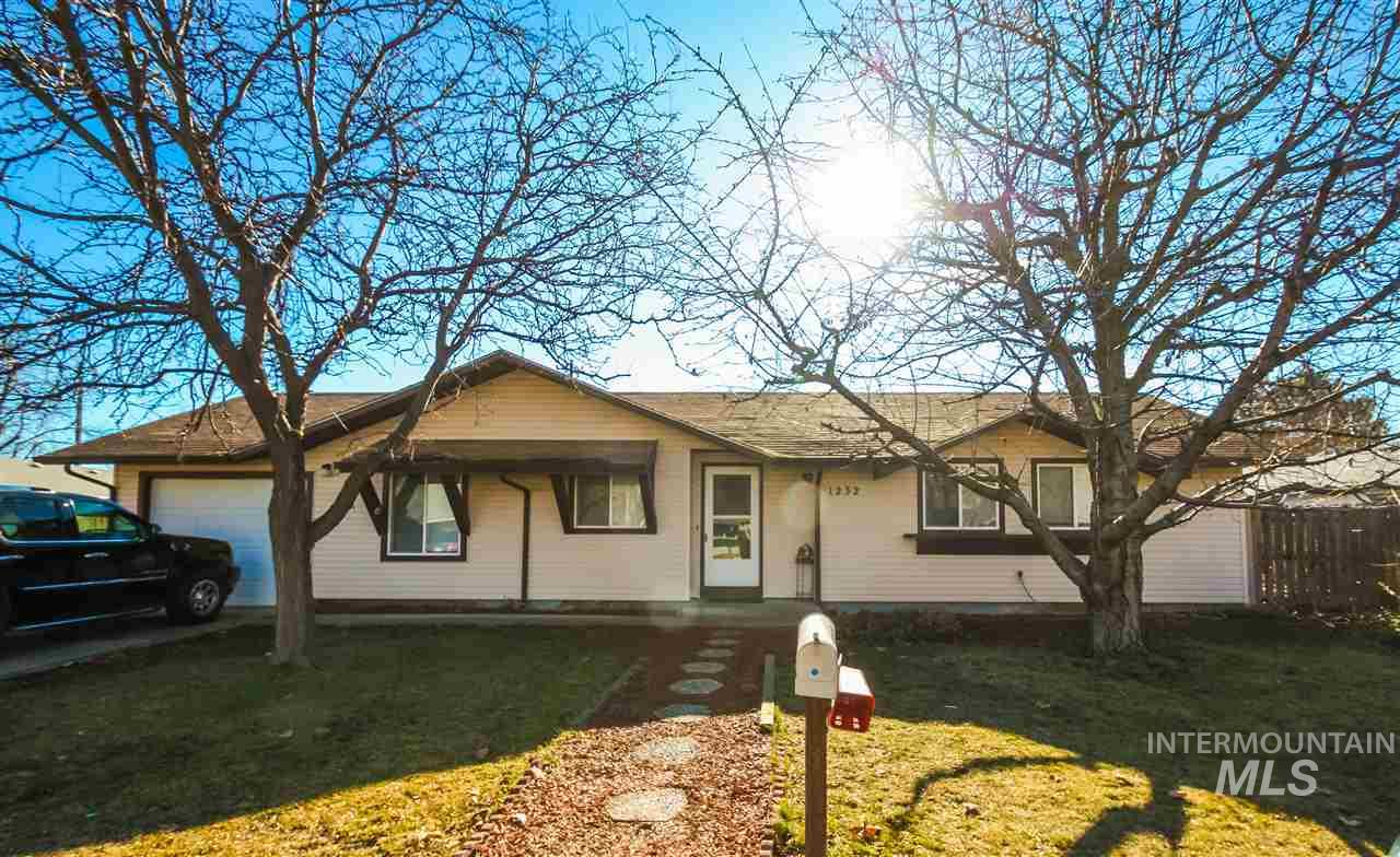 1232 College Green Drive Property Photo - Ontario, OR real estate listing