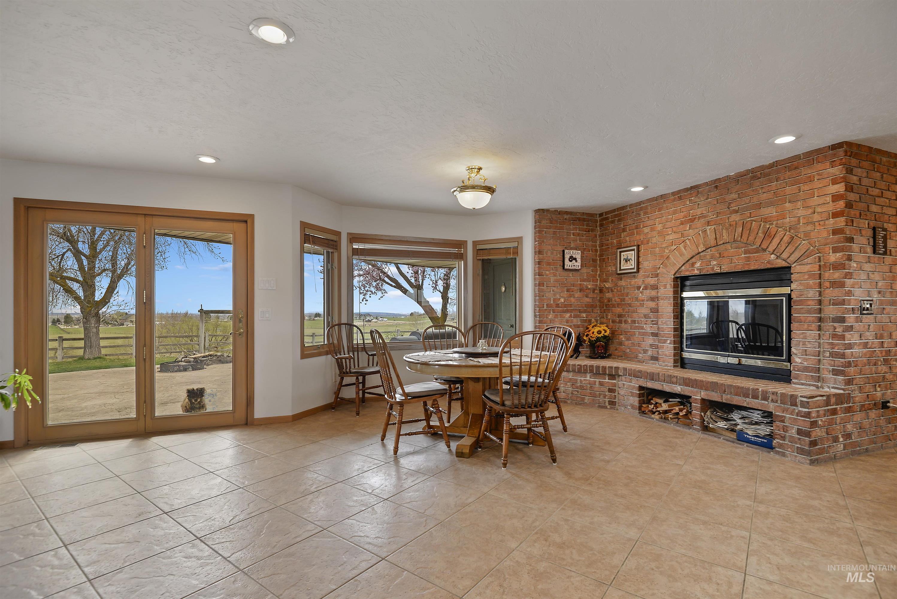 6768 Willis Rd Property Photo 15