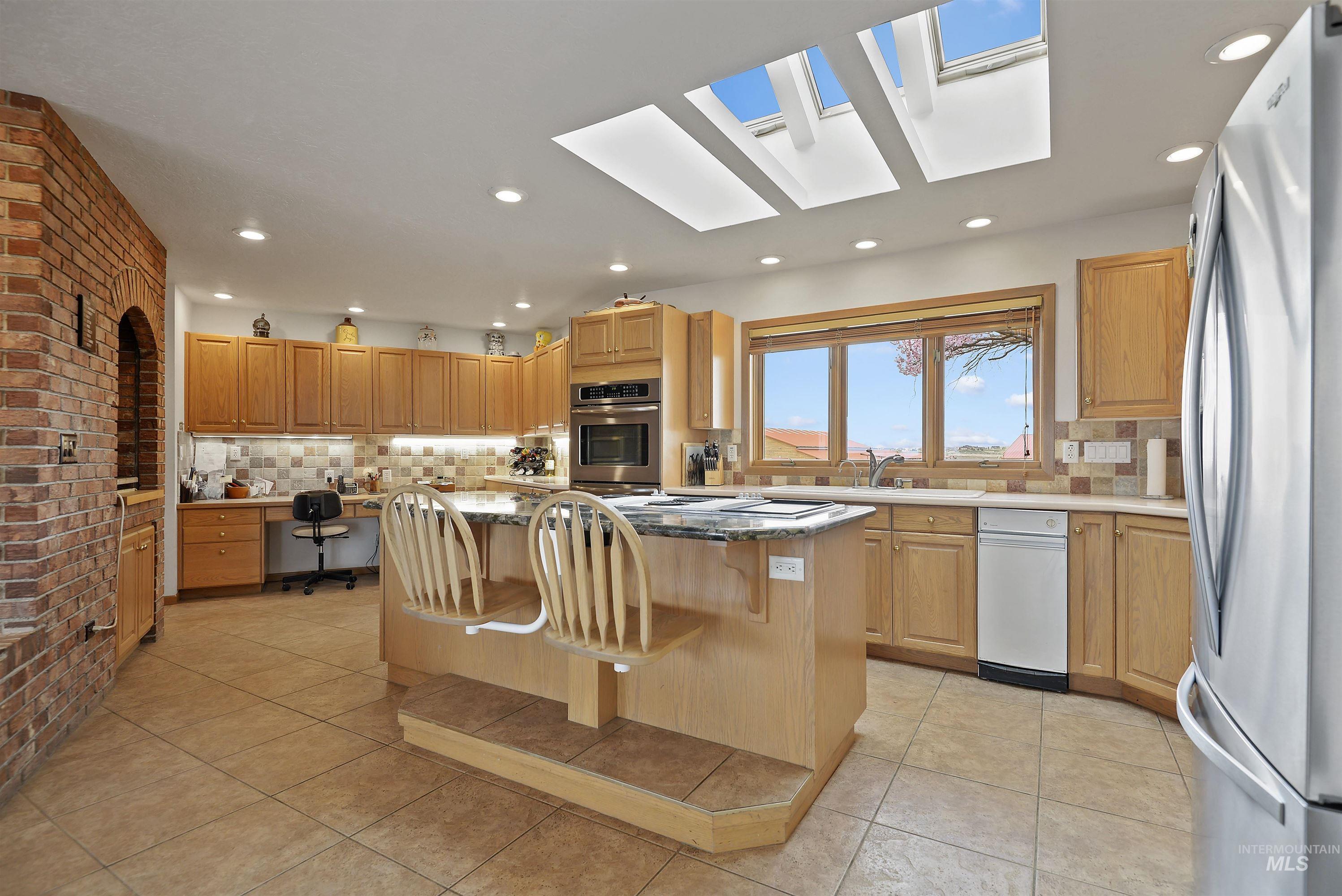 6768 Willis Rd Property Photo 16
