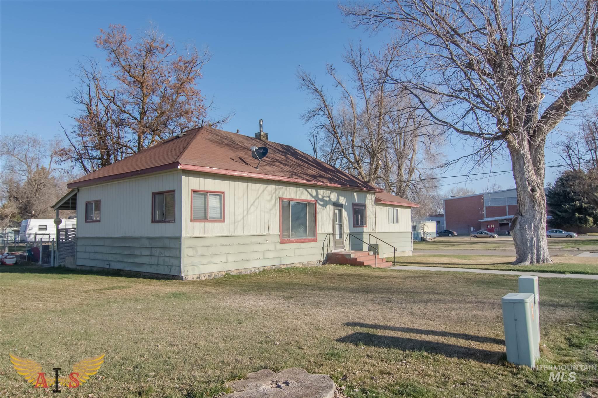 506 S Greenwood St Property Photo