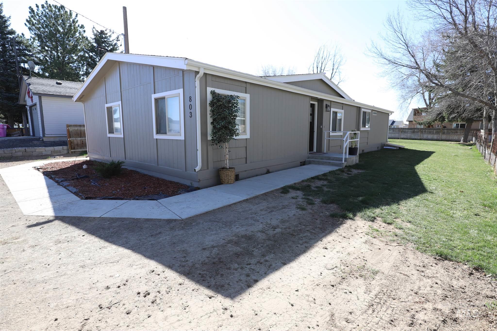 803 E Ave. H Property Photo 1