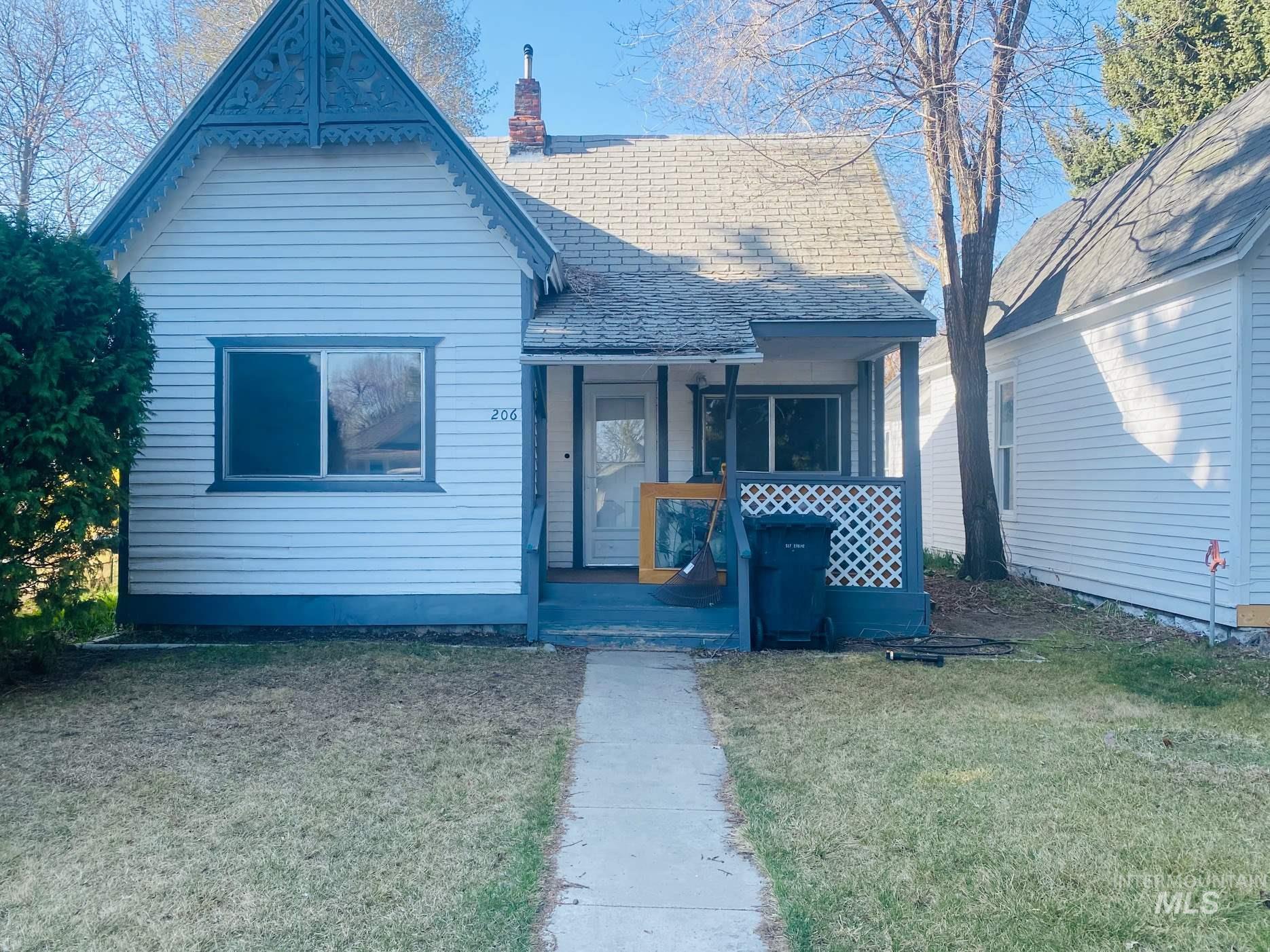 206 E C Street Property Photo - Shoshone, ID real estate listing