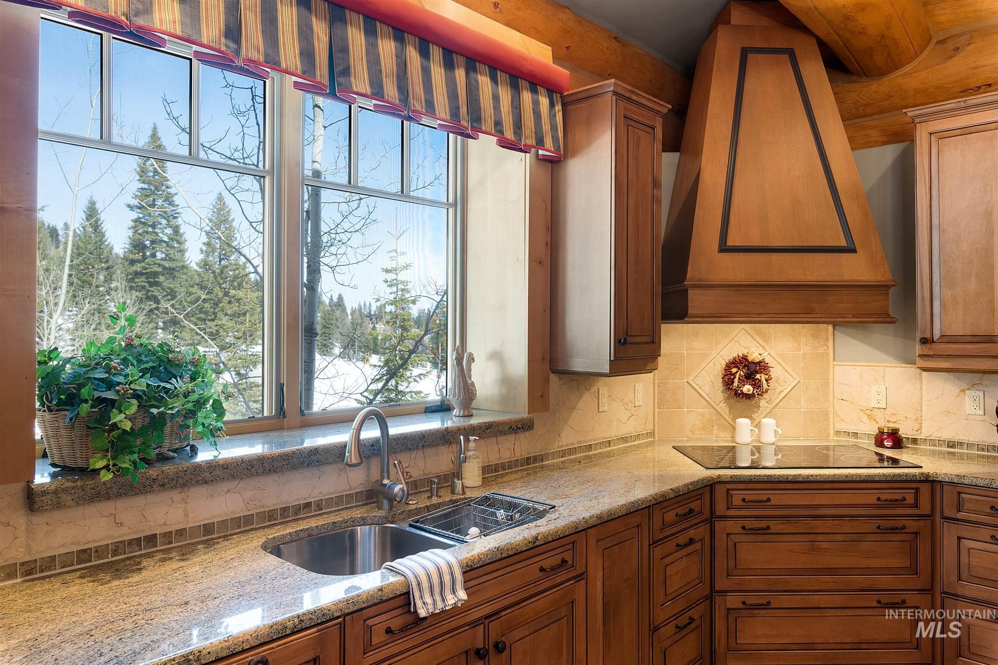 388 Sugarloaf Place Property Photo 11
