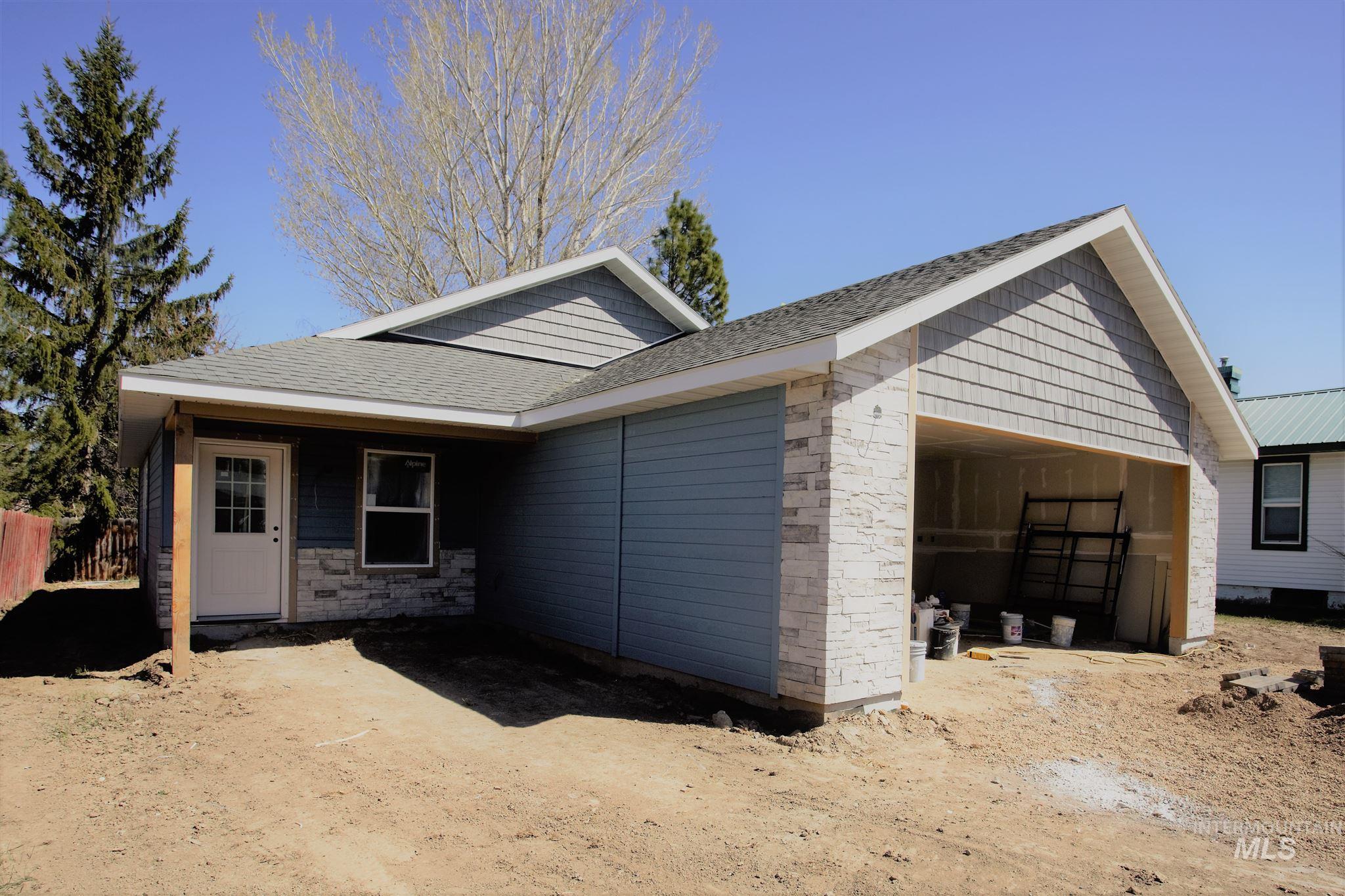 600 E 10th Ave Property Photo 1