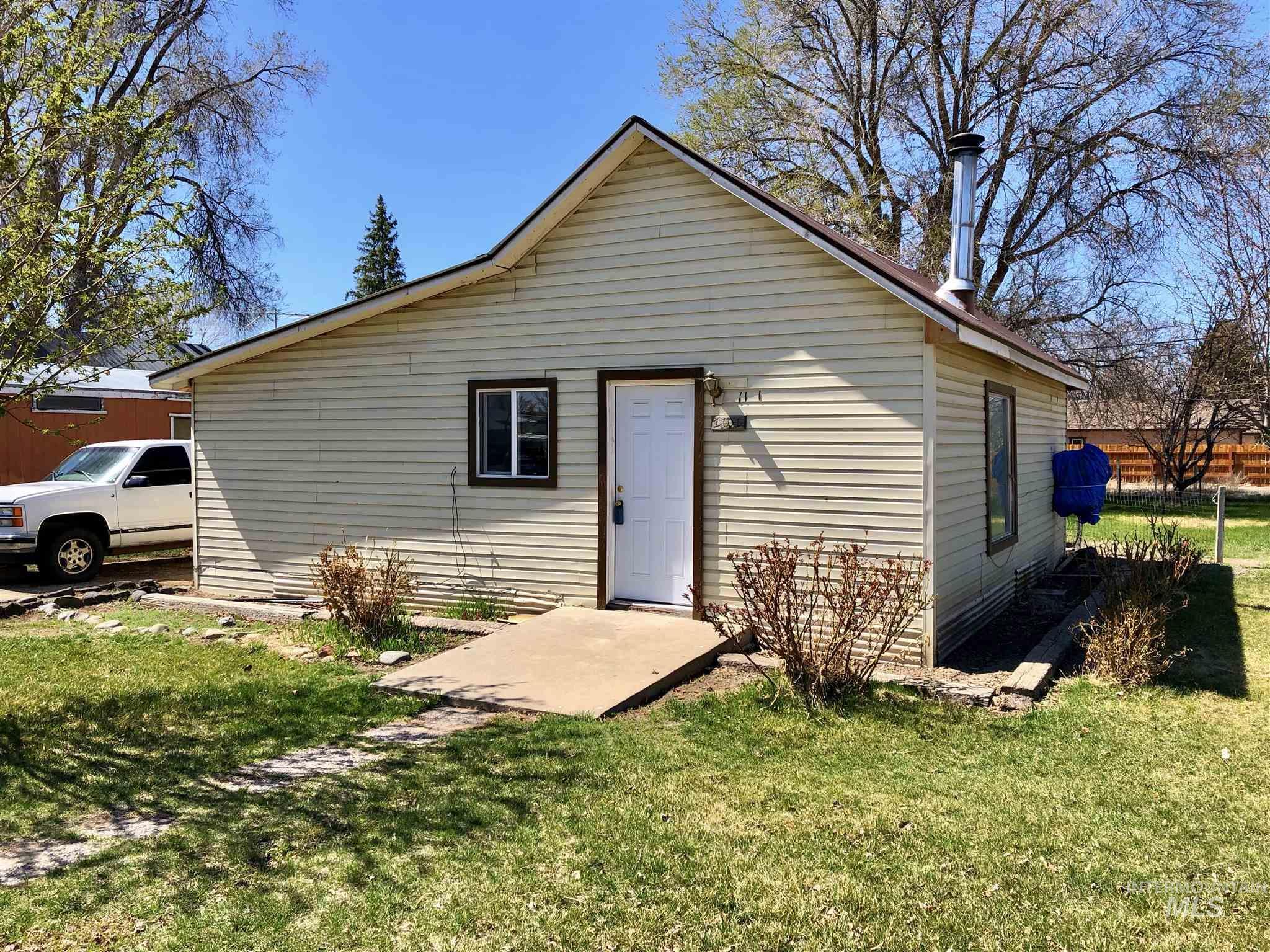 1101 Montana St. Property Photo 1