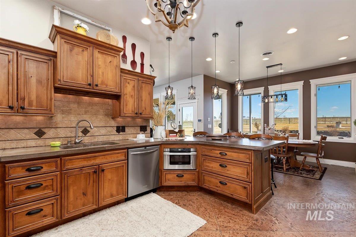 978 S 1200 E Property Photo 13