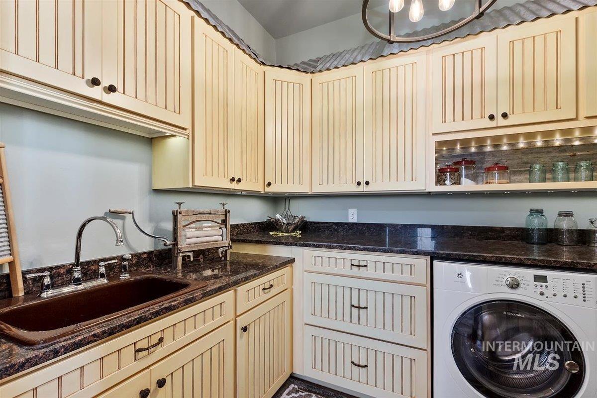 978 S 1200 E Property Photo 30