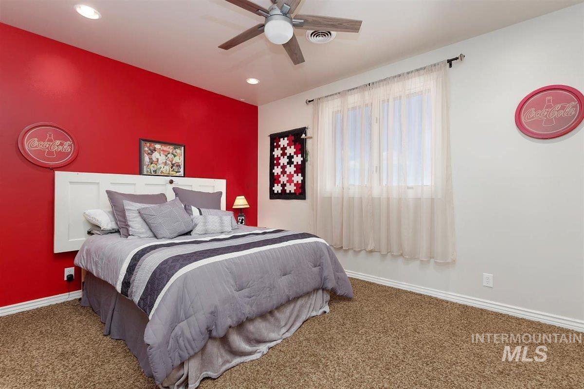 978 S 1200 E Property Photo 36
