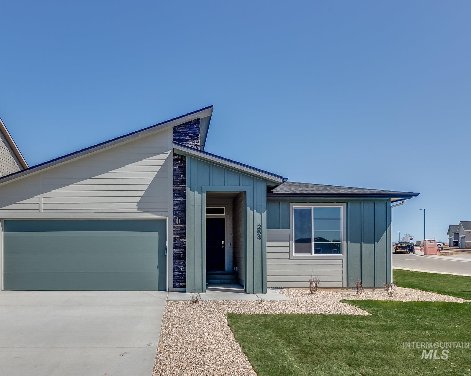 5056 W Sands Basin Dr Property Photo 1