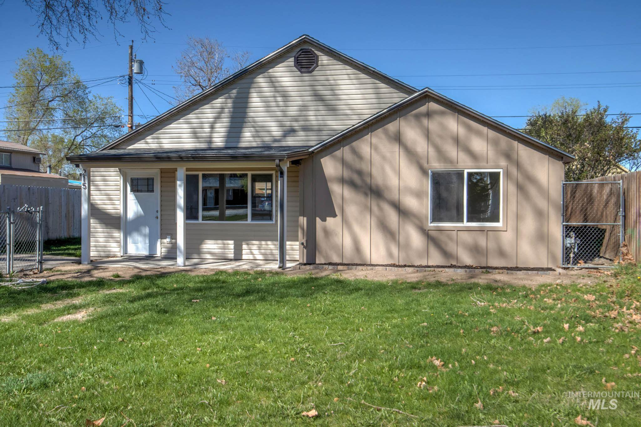 215 S Almond Property Photo - Nampa, ID real estate listing