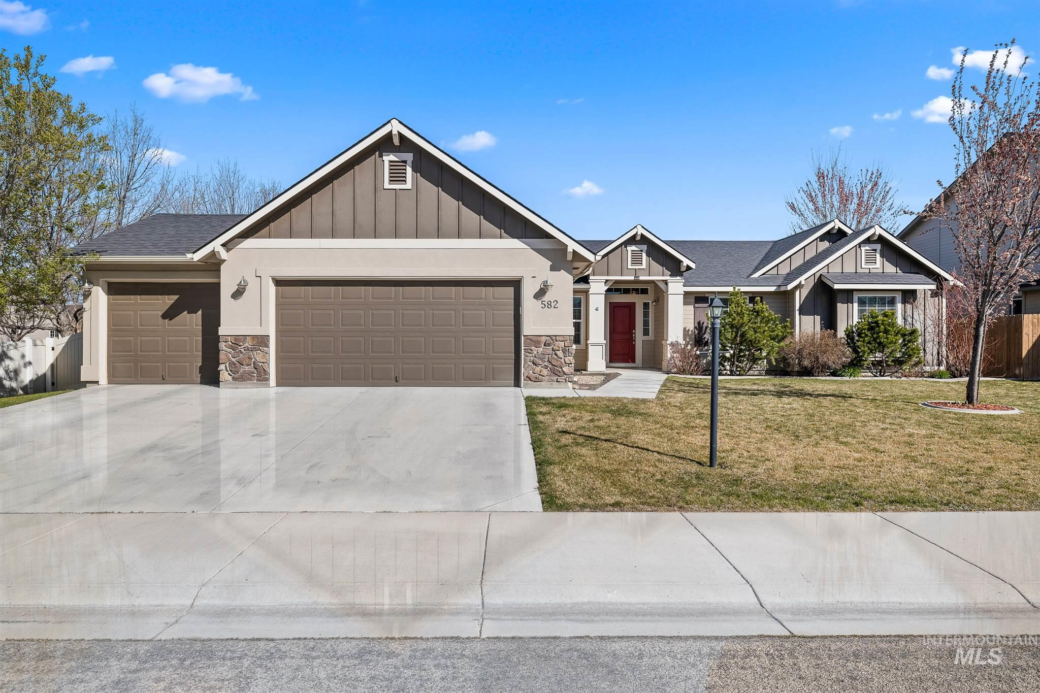 582 W Great Basin Drive Property Photo - Meridian, ID real estate listing