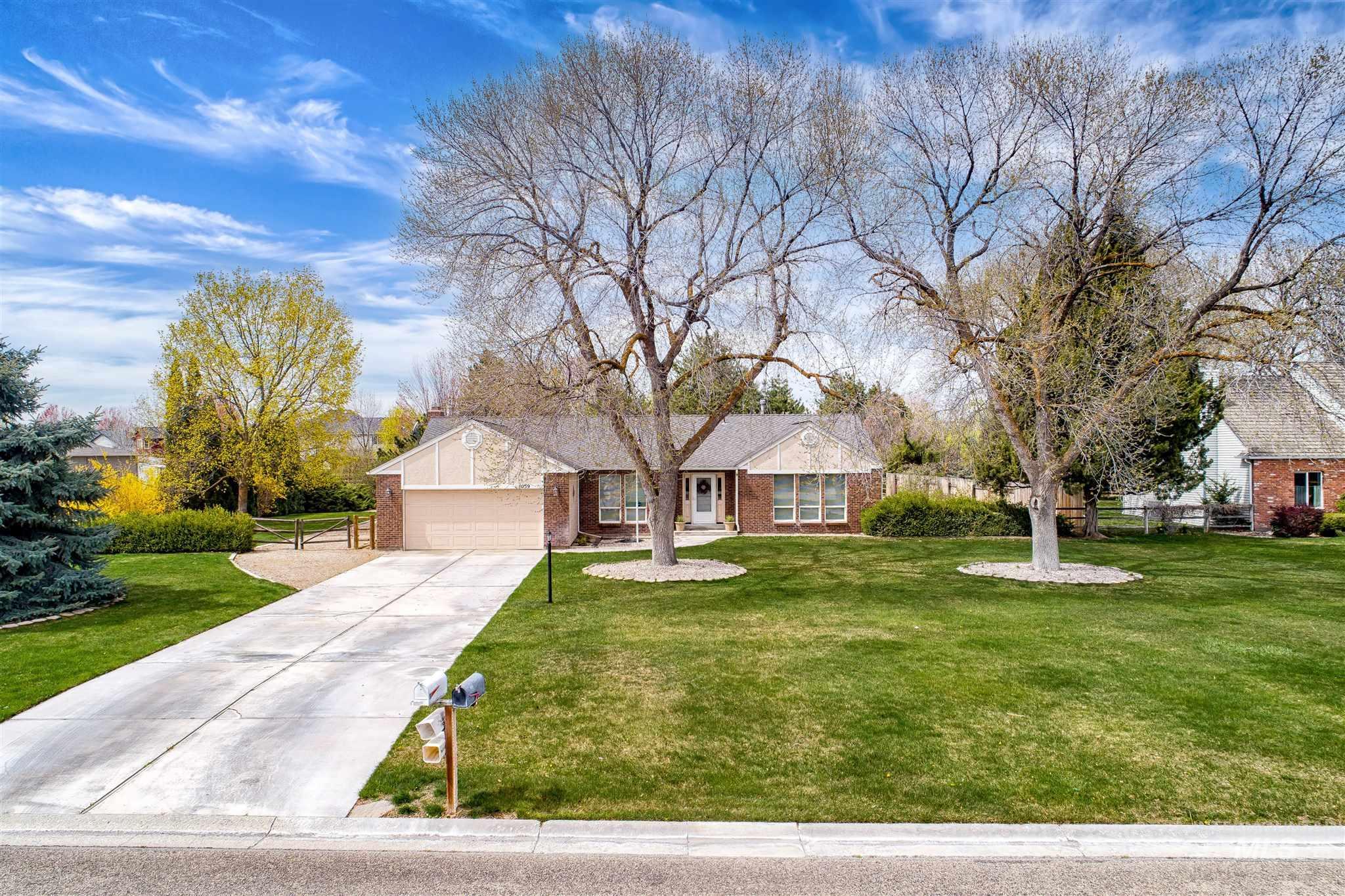 1059 N Justin Pl Property Photo - Meridian, ID real estate listing