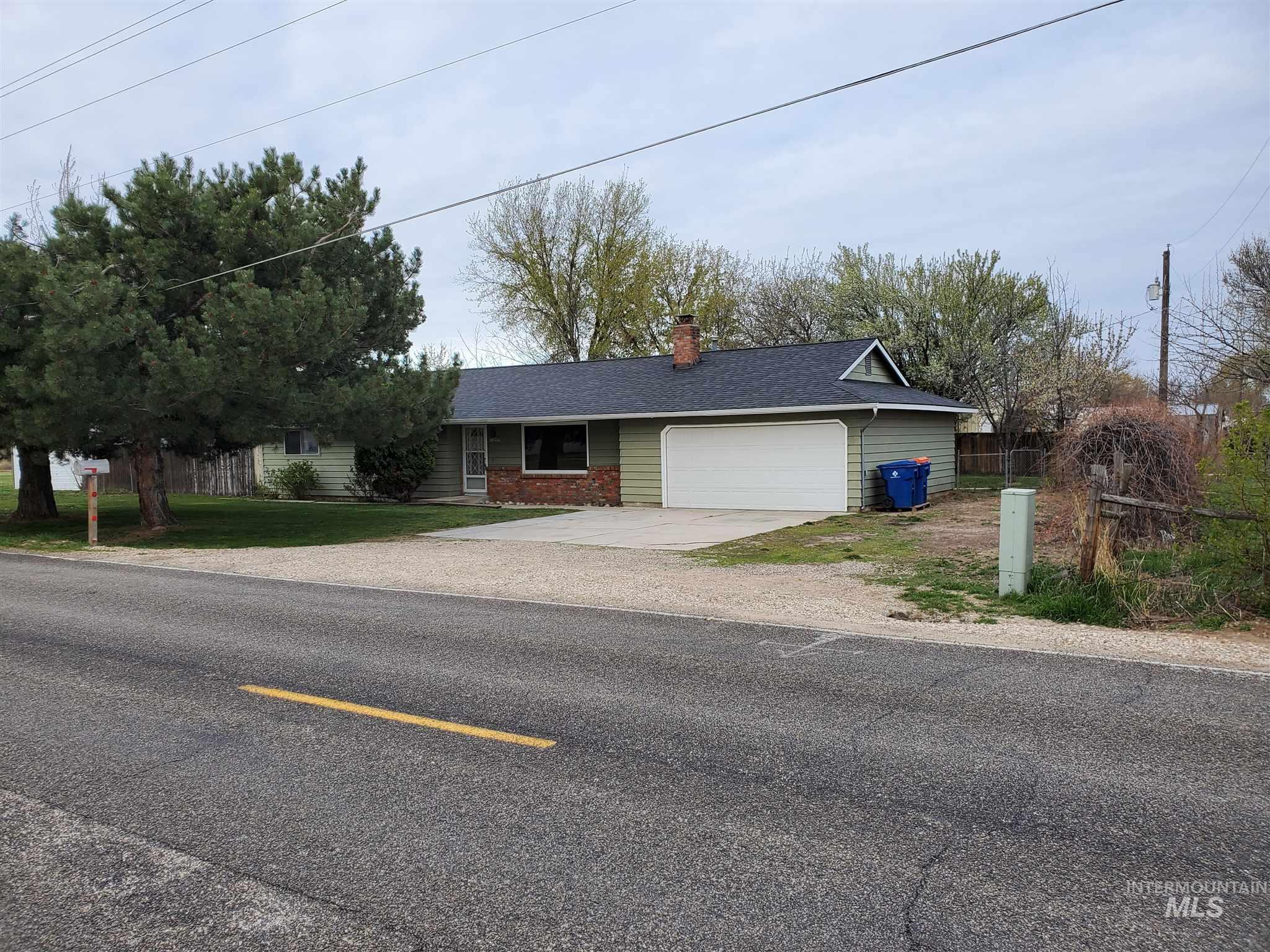 865 S Linder Property Photo