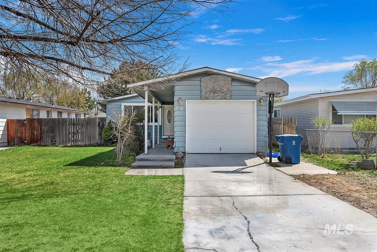 1216 S Locust Street Property Photo - Nampa, ID real estate listing