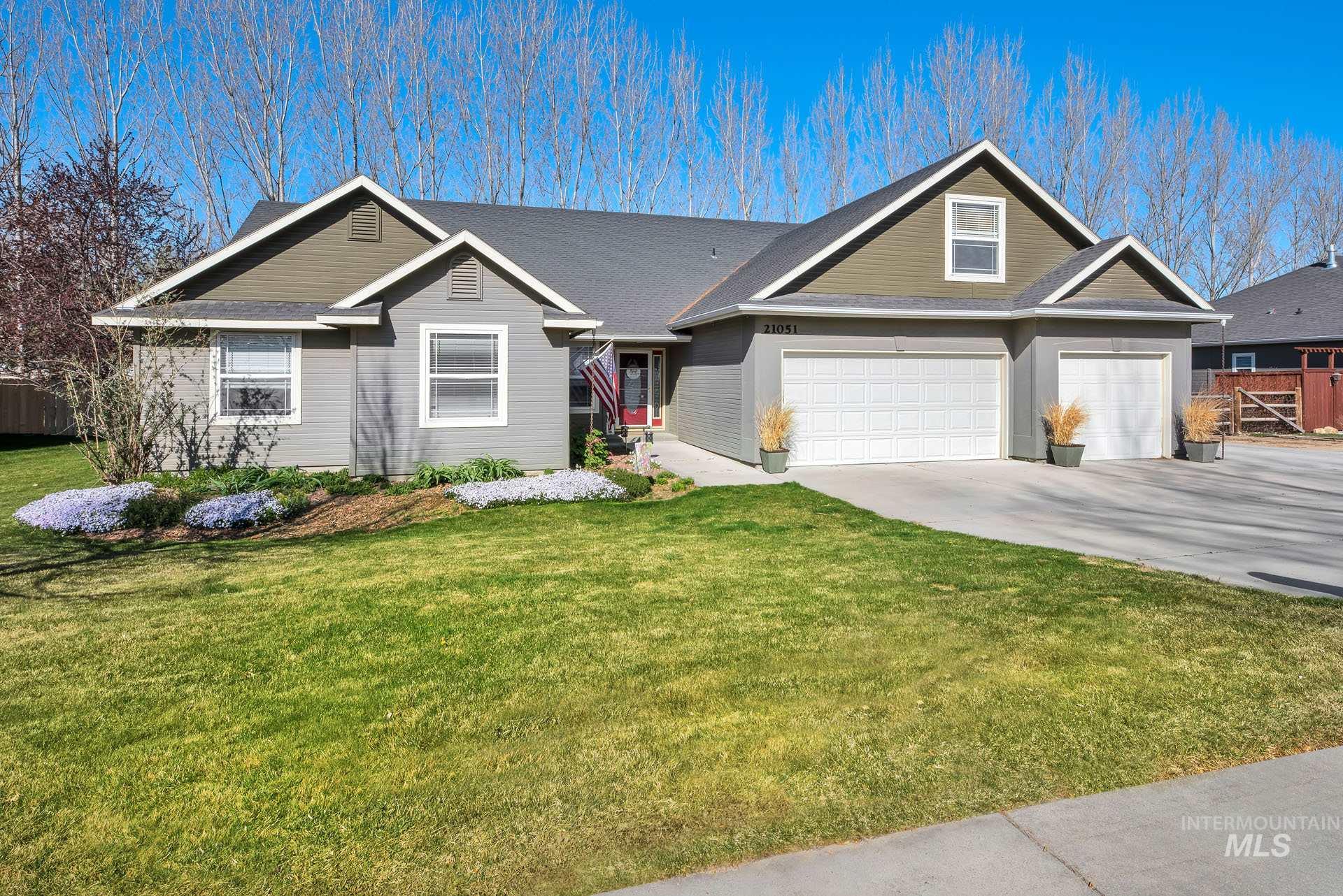21051 Oakwood Drive Property Photo - Greenleaf, ID real estate listing