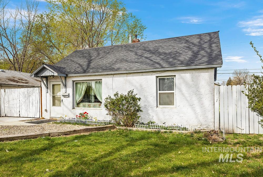 623 S Almond St Property Photo - Nampa, ID real estate listing