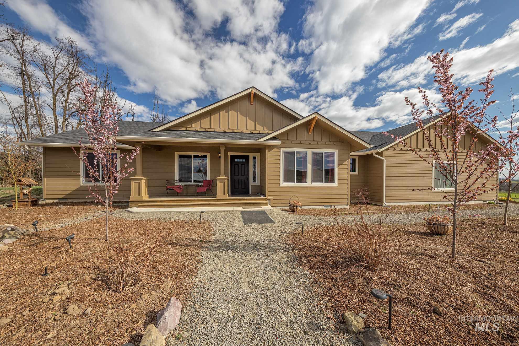 1496 Mann Creek Road Property Photo