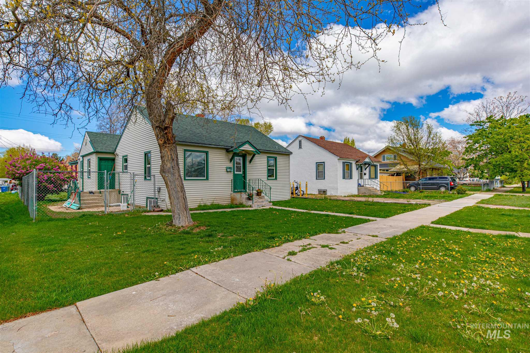 215 S Juniper St Property Photo - Nampa, ID real estate listing