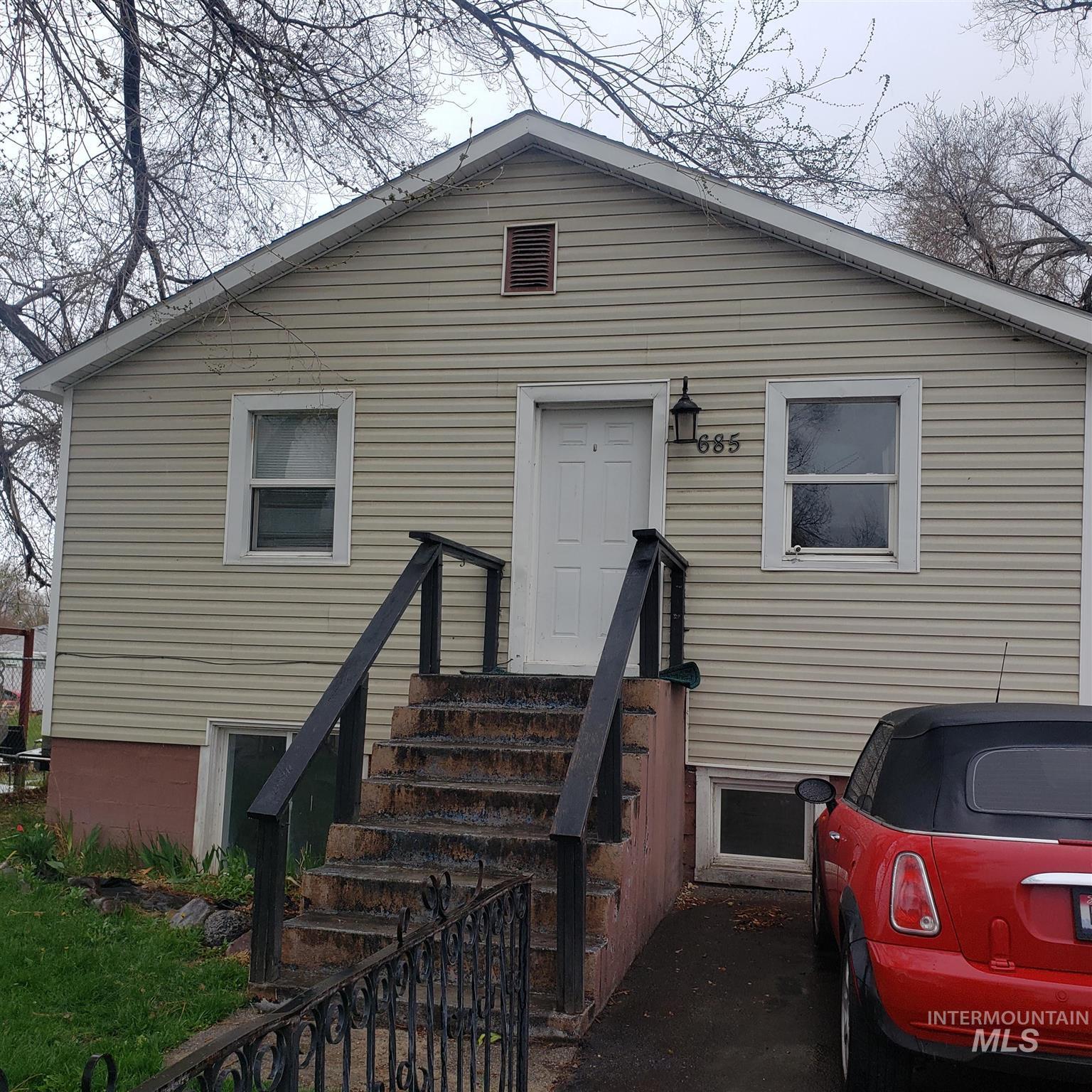 685 Randolph Ave Property Photo