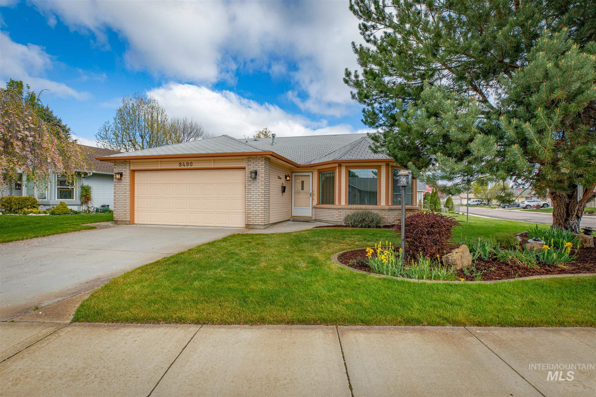 8490 W Clubhouse Lane Property Photo - Garden City, ID real estate listing