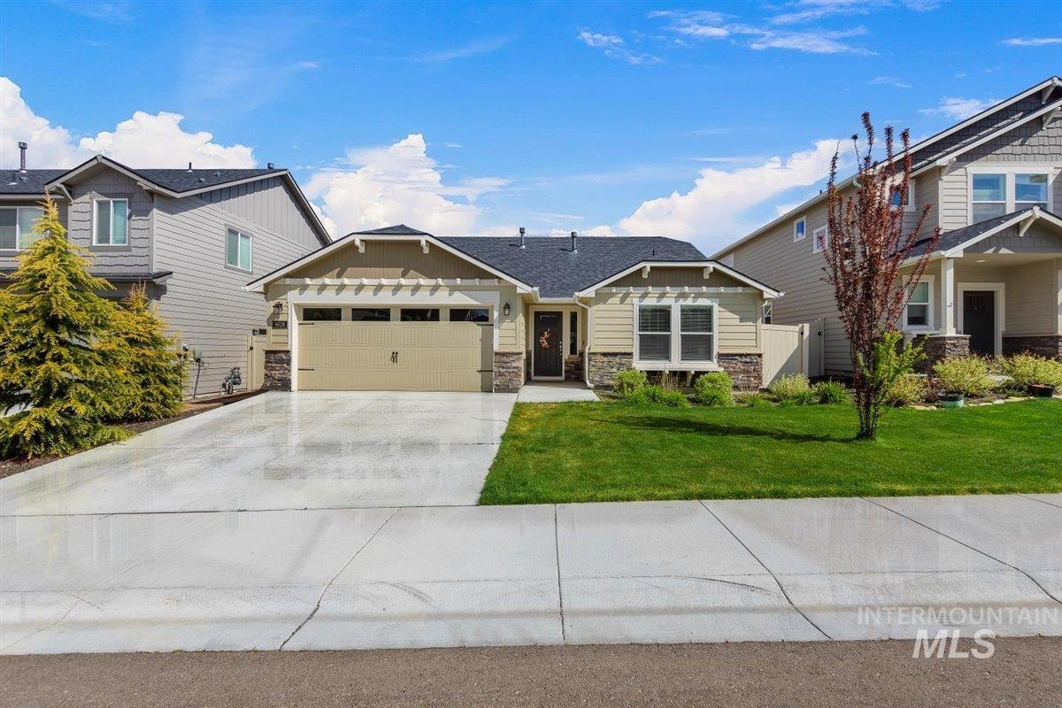 9638 W Goldenpond Court Property Photo - Boise, ID real estate listing