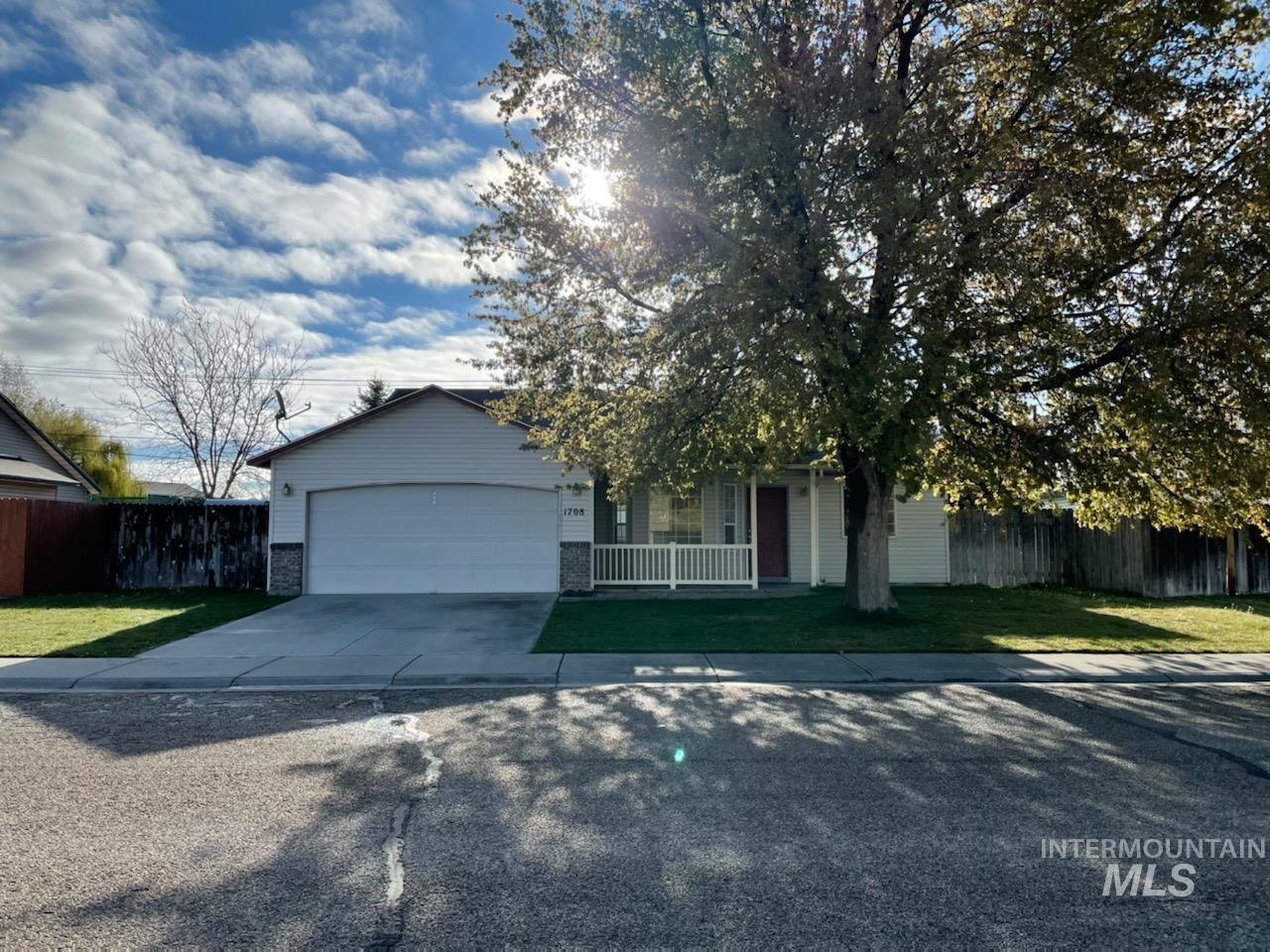 1708 N Doe Ave Property Photo