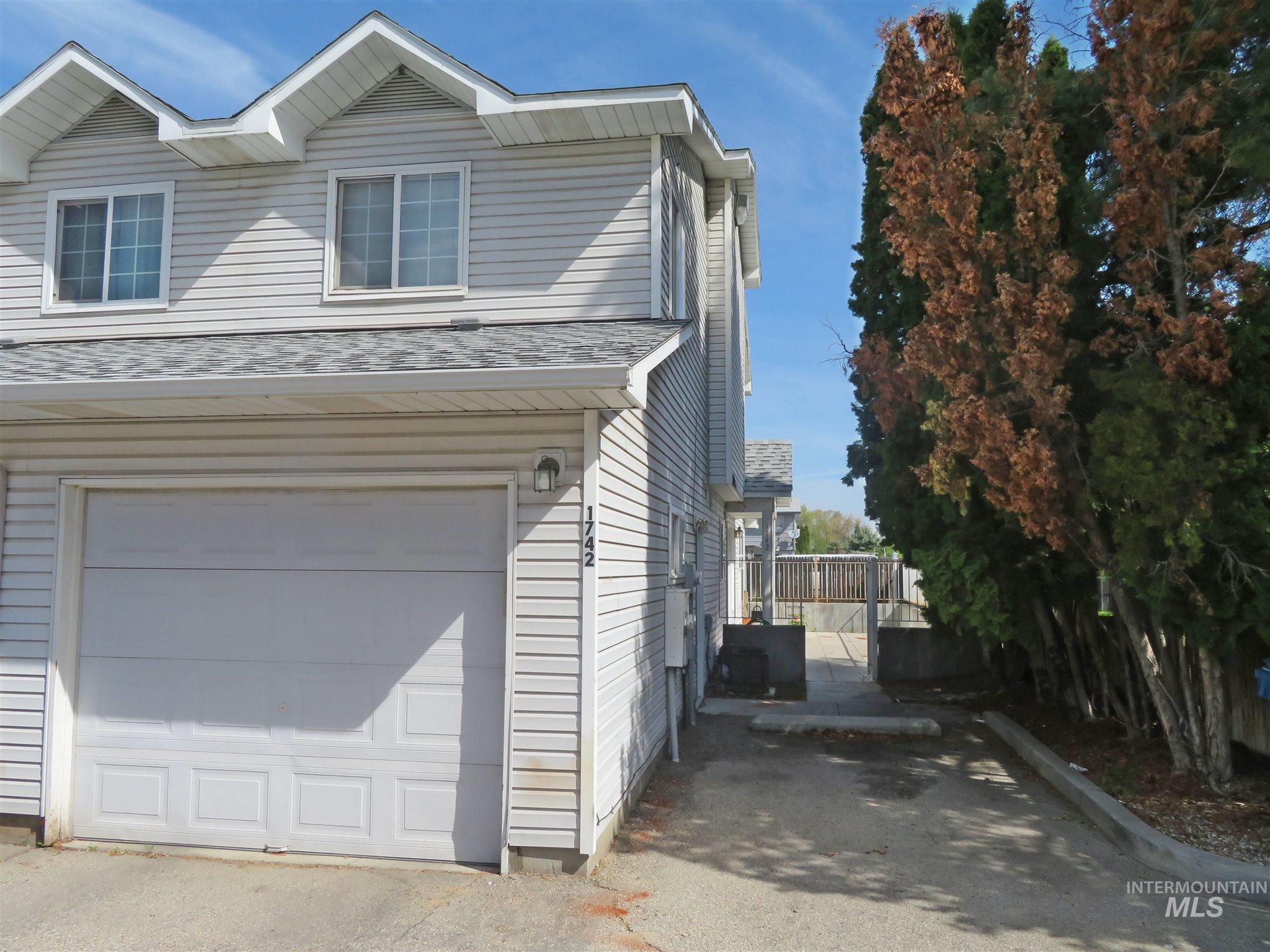 1742 S Juniper Property Photo - Nampa, ID real estate listing