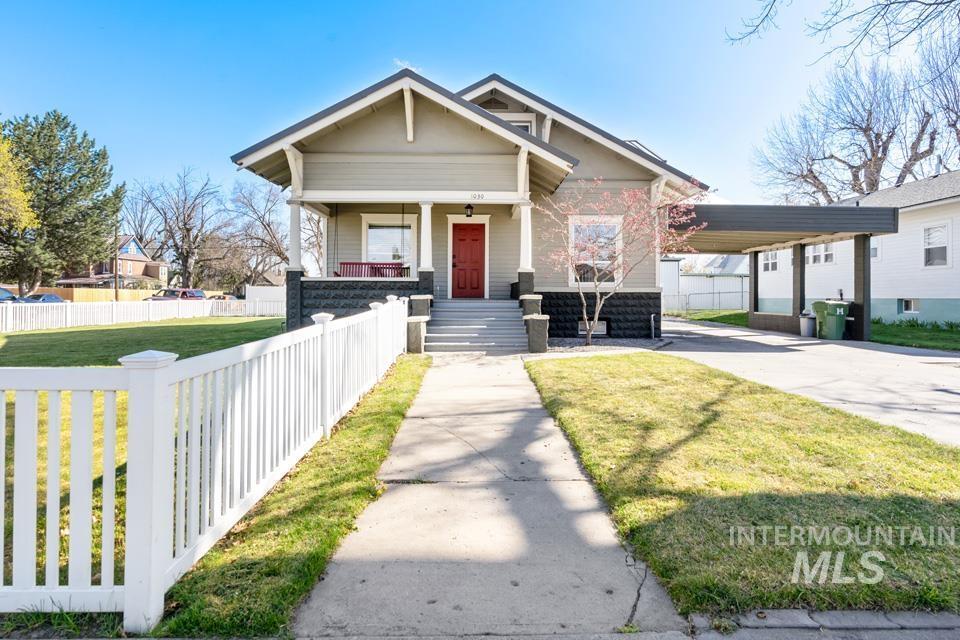 1030 Center Ave Property Photo
