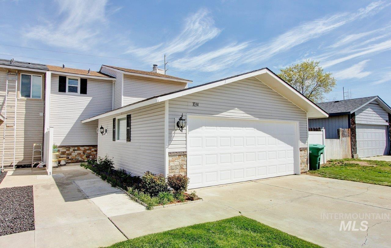 1034 W Crest Wood Property Photo - Meridian, ID real estate listing