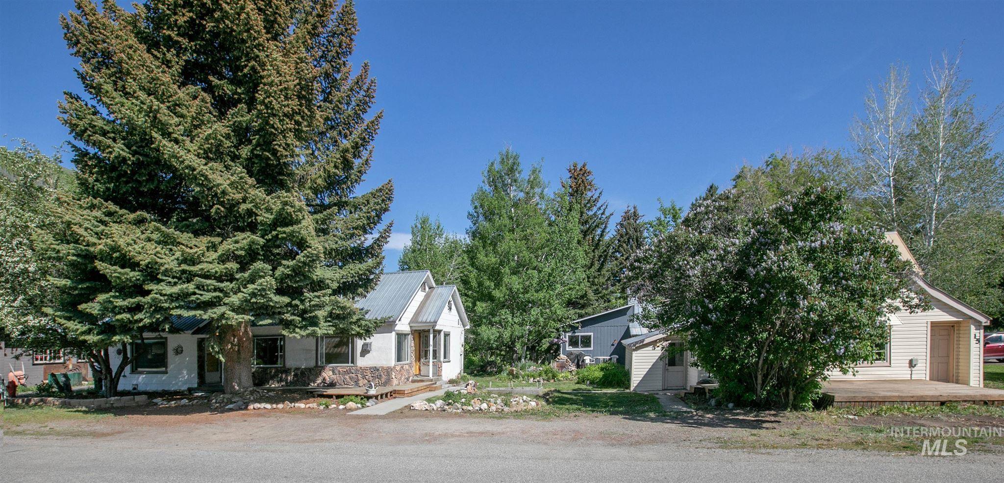 13 E Spruce Street Property Photo