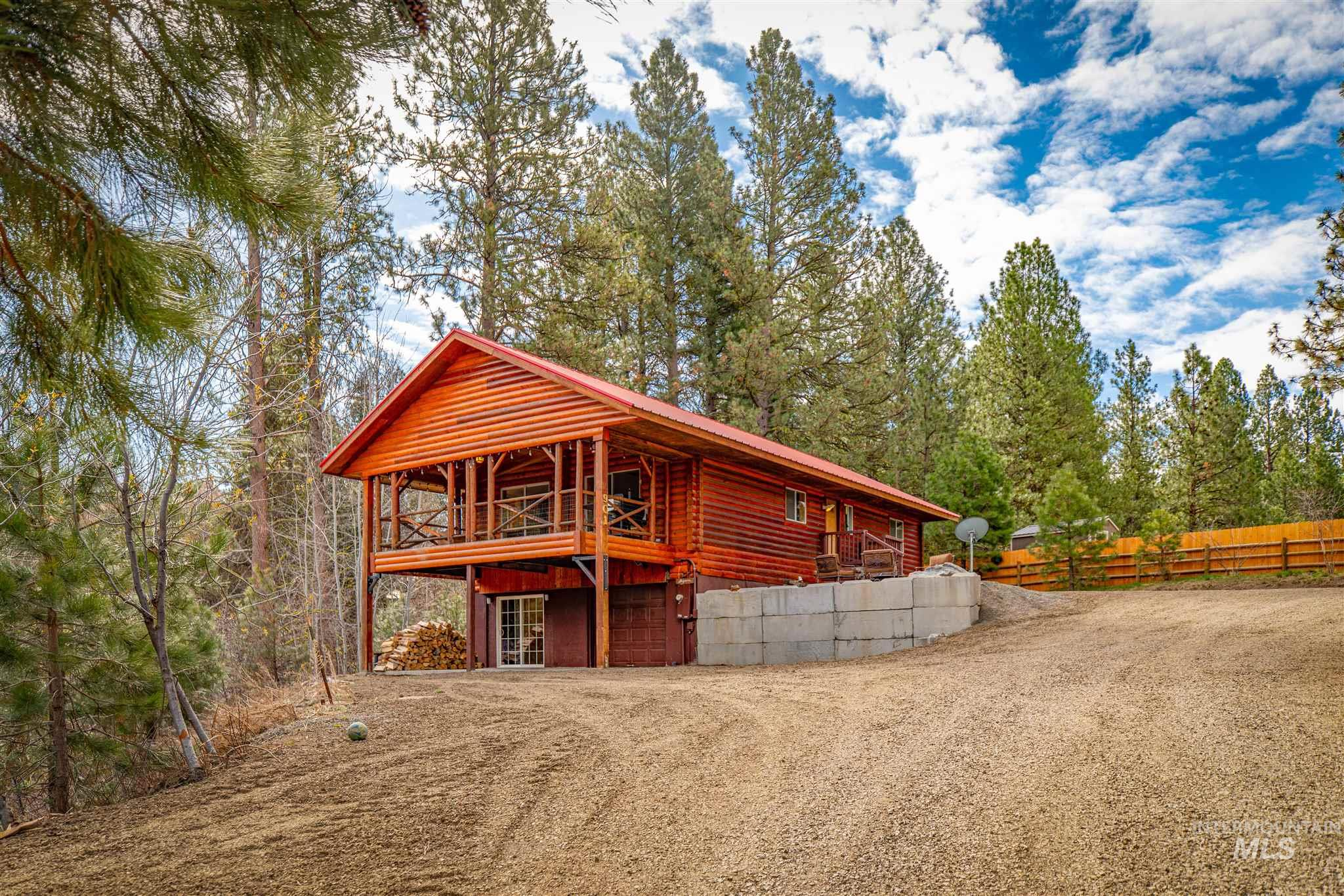 901 Fairway Circle Property Photo - Cascade, ID real estate listing