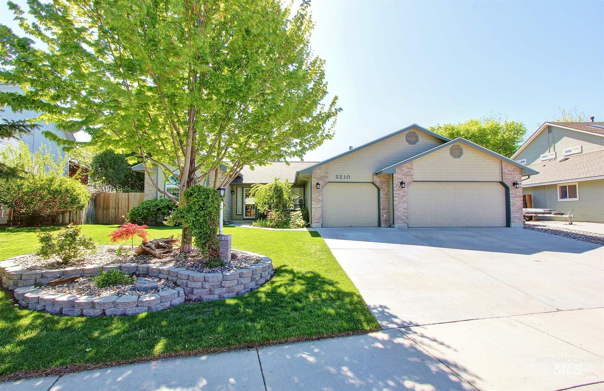 2210 N Glennfield Way Property Photo - Meridian, ID real estate listing
