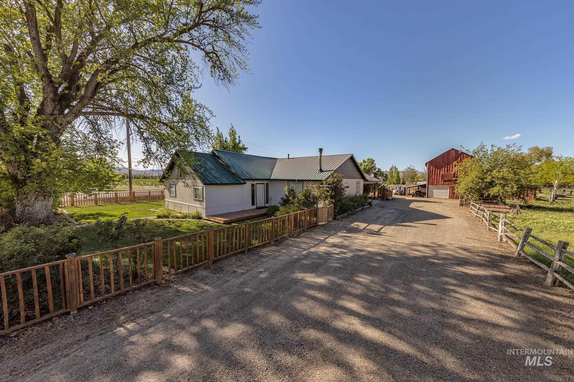 1390 Pioneer Road Property Photo