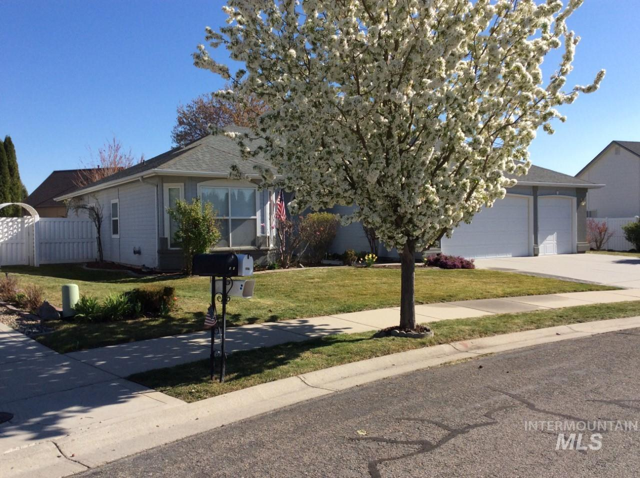3037 E Indian Creek Drive Property Photo - Meridian, ID real estate listing