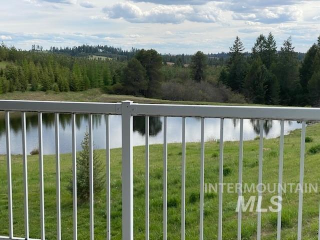 1015 White Pine Flats Property Photo 5