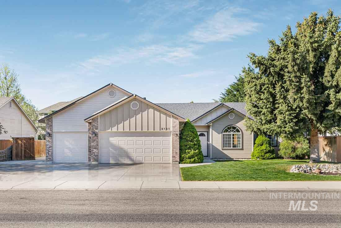 2131 W Tumble Creek Drive Property Photo - Meridian, ID real estate listing