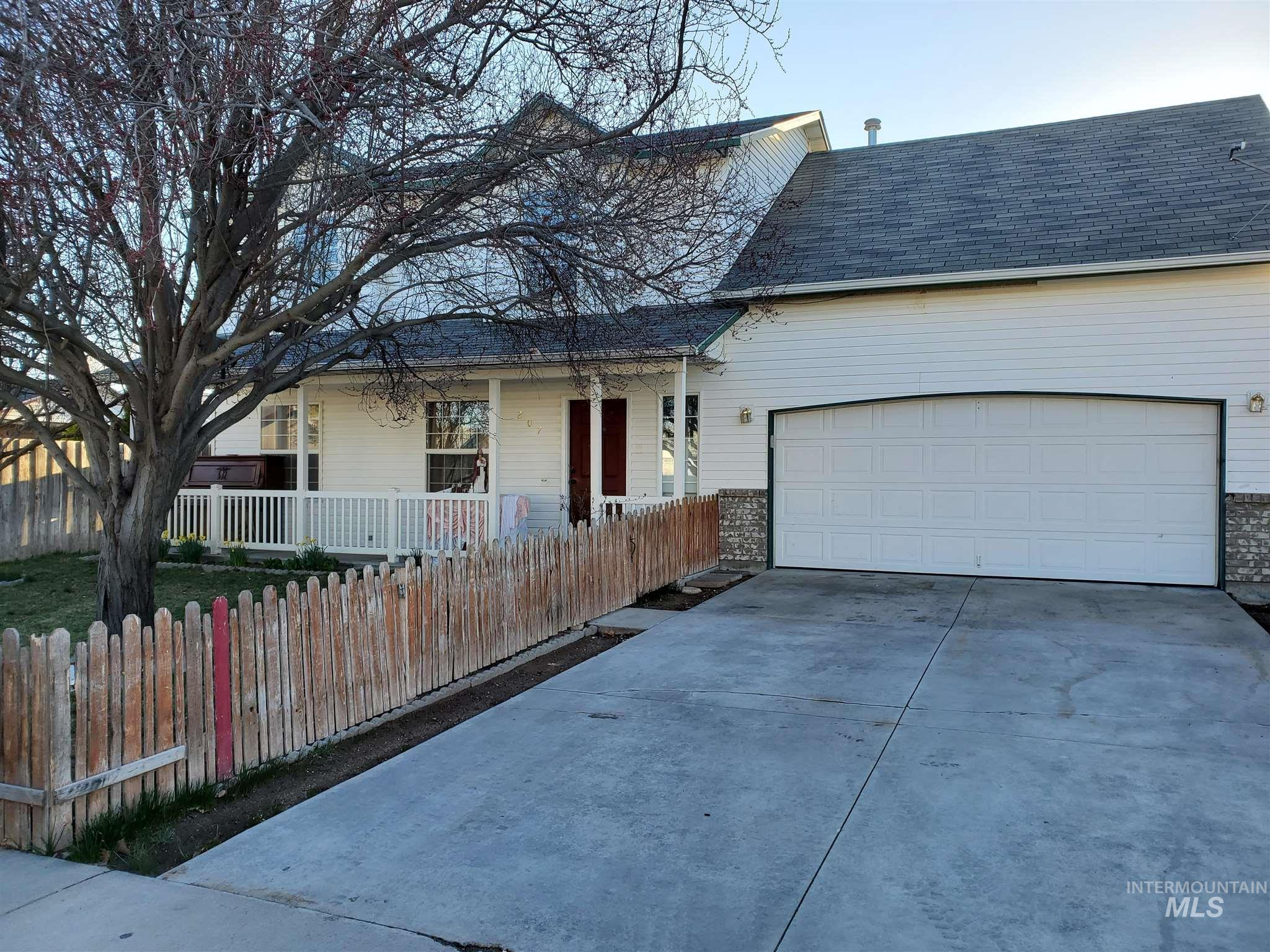 207 N Turtle Dove Way Property Photo - Nampa, ID real estate listing
