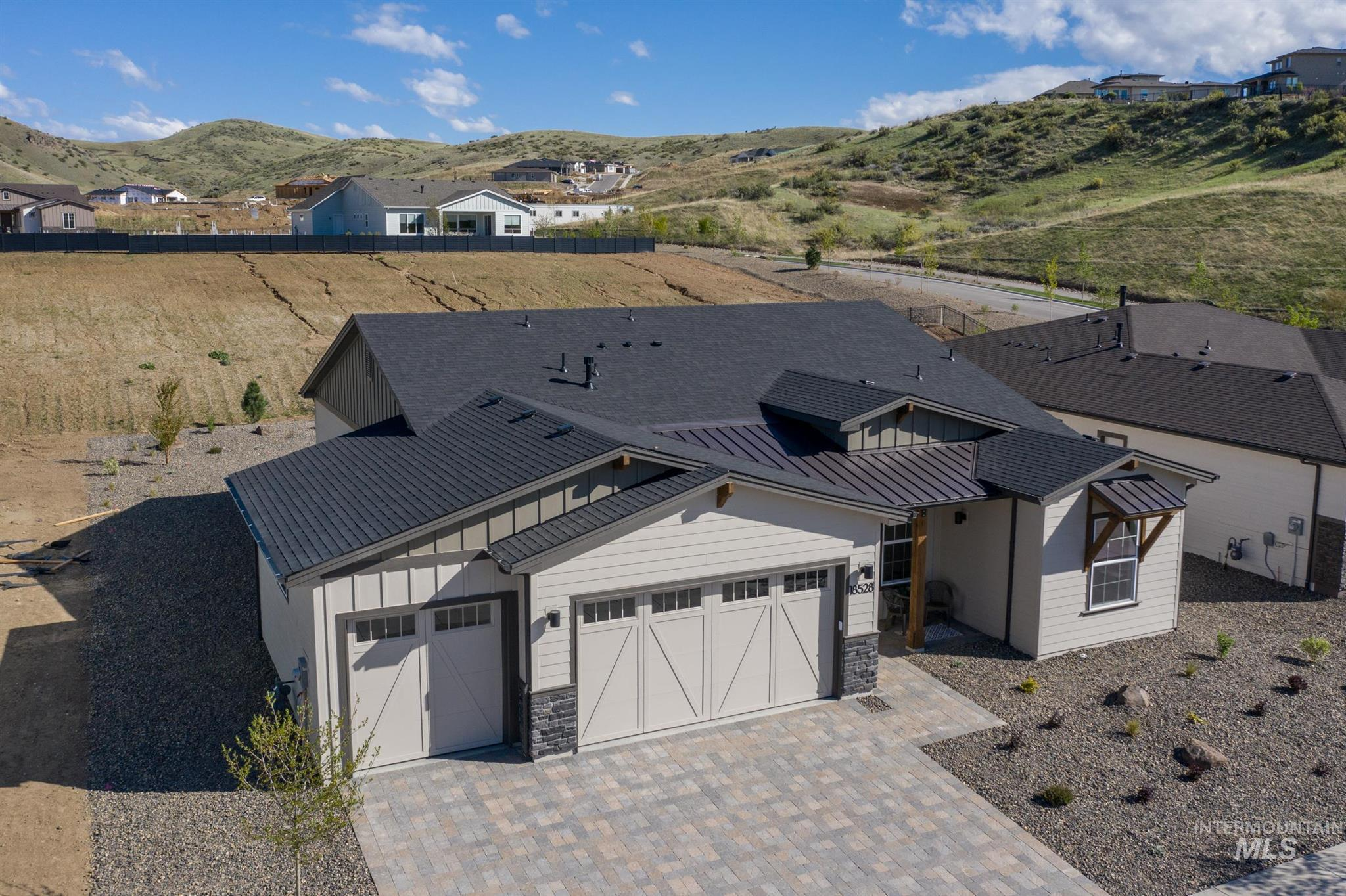 18528 N Sweetstone Pl Property Photo - Boise, ID real estate listing