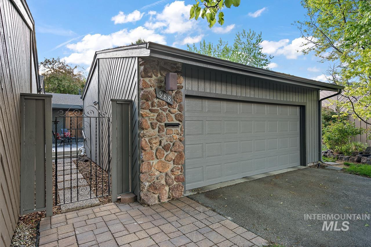 988 N Camelot Dr Property Photo - Boise, ID real estate listing