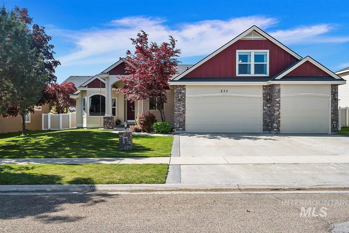 233 E Mikyl Ridge Loop Property Photo - Nampa, ID real estate listing