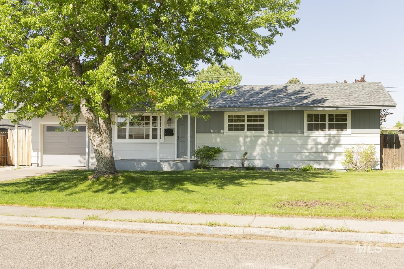1215 Juniper St Property Photo - Mountain Home, ID real estate listing