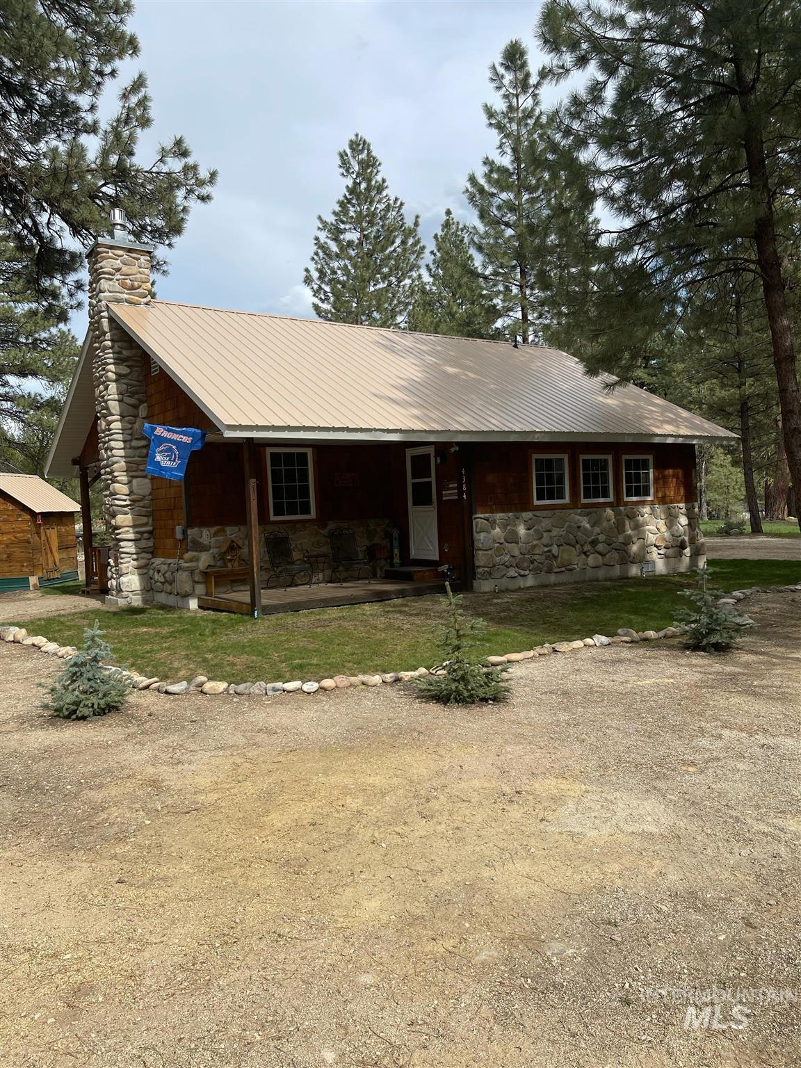 4384 N Sandy Dr Property Photo - Featherville, ID real estate listing