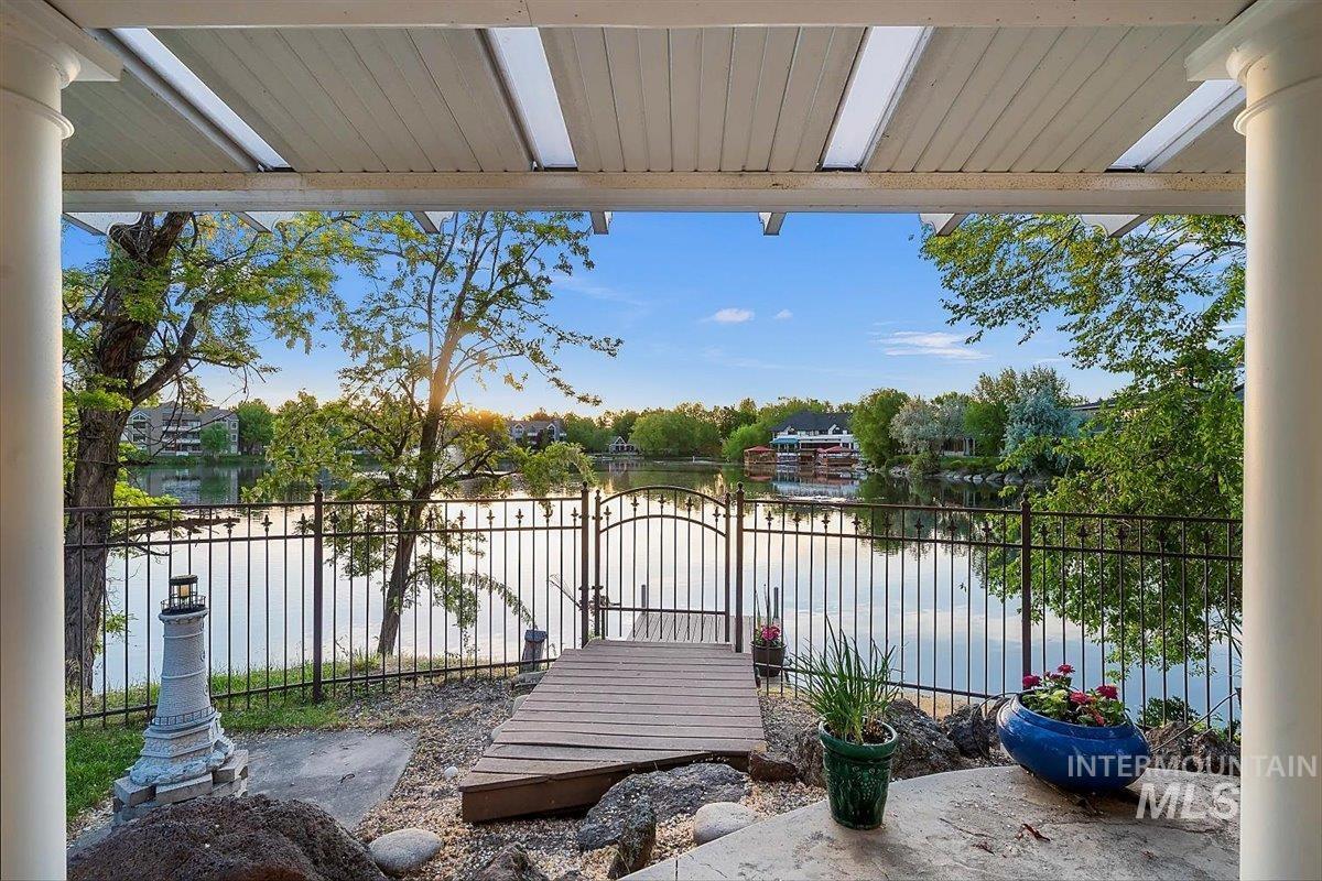 5291 W Silverlake Ln Property Photo 1
