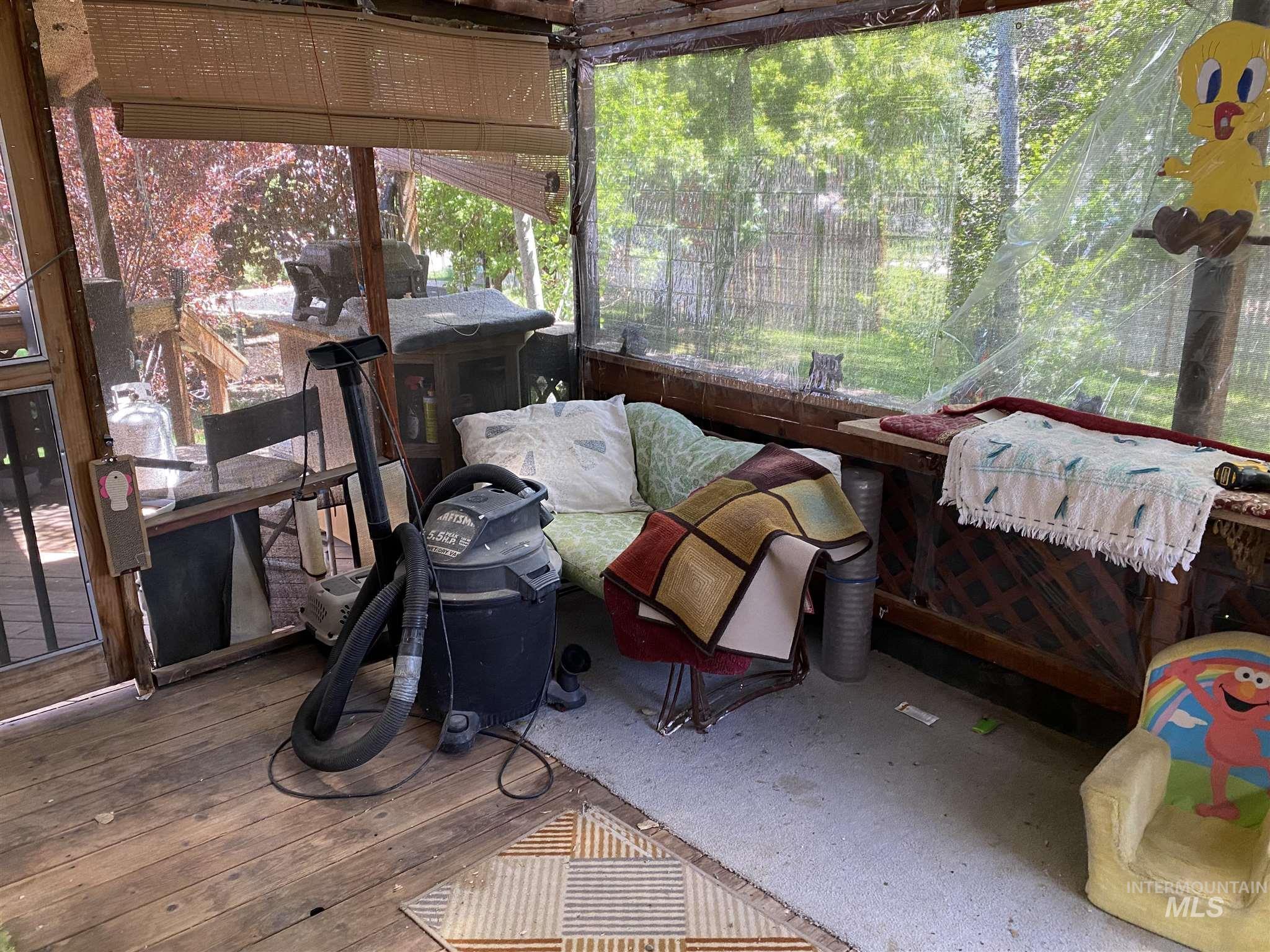 524 W 7 Property Photo 5