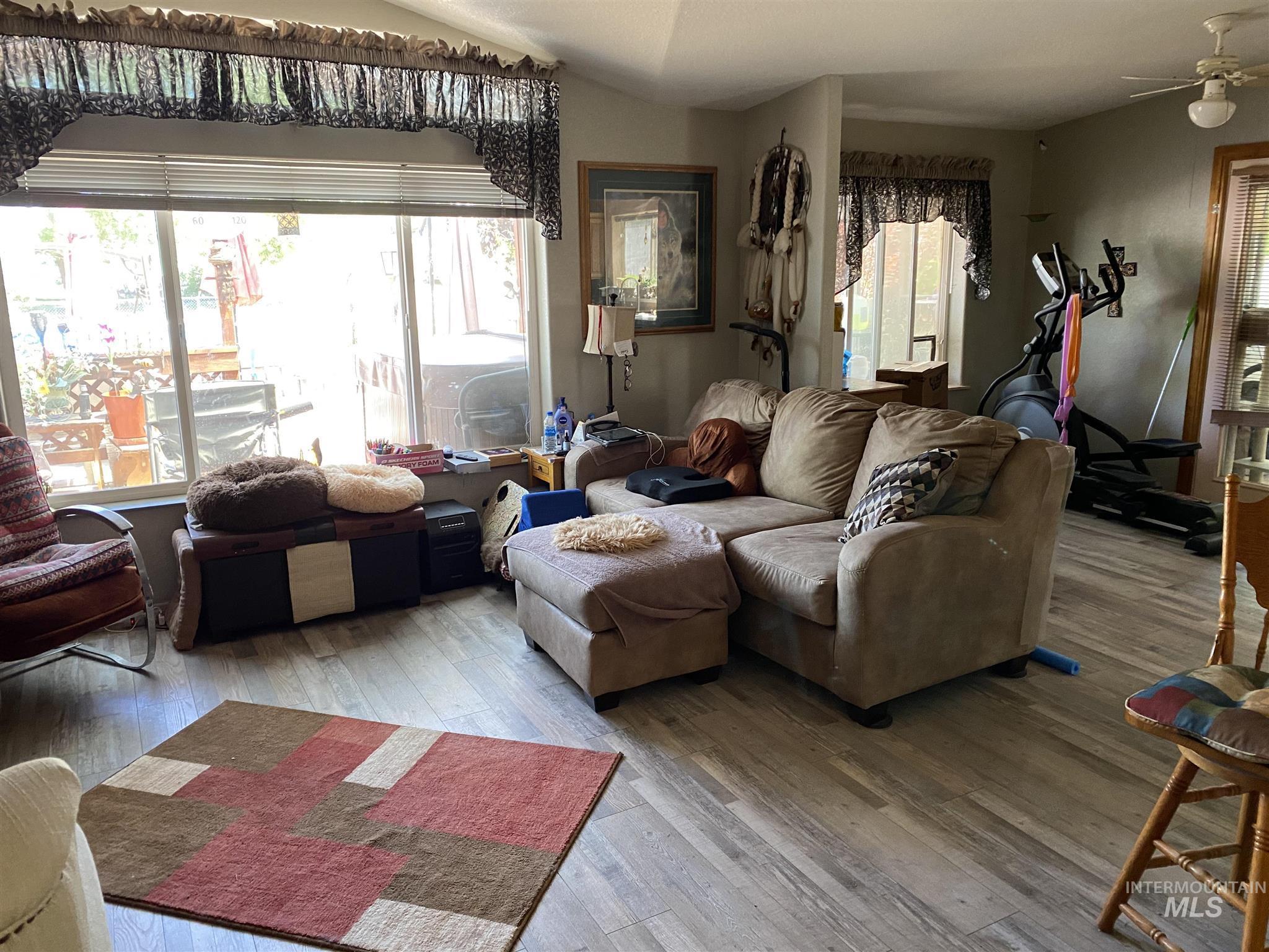 524 W 7 Property Photo 11