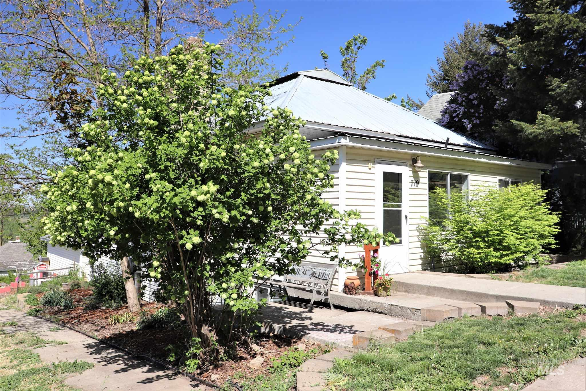 710 Cedar Street Property Photo