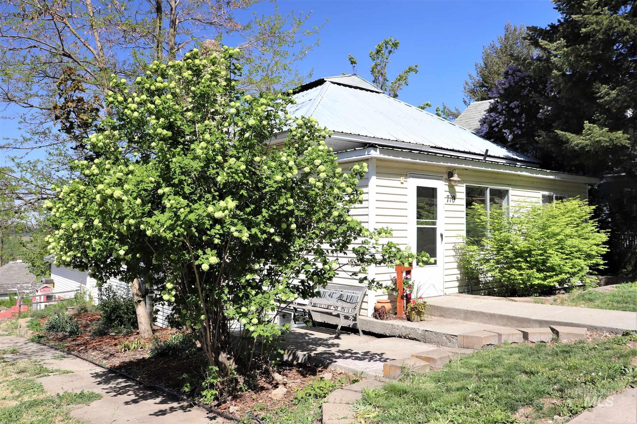 710 Cedar Street Property Photo 1