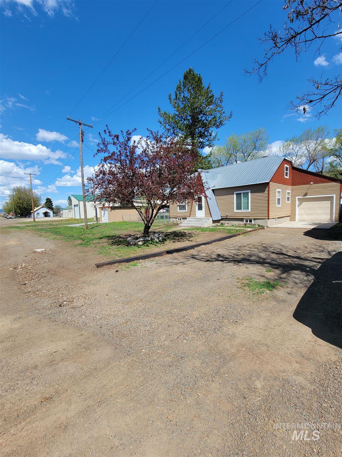 107 S Main St Property Photo