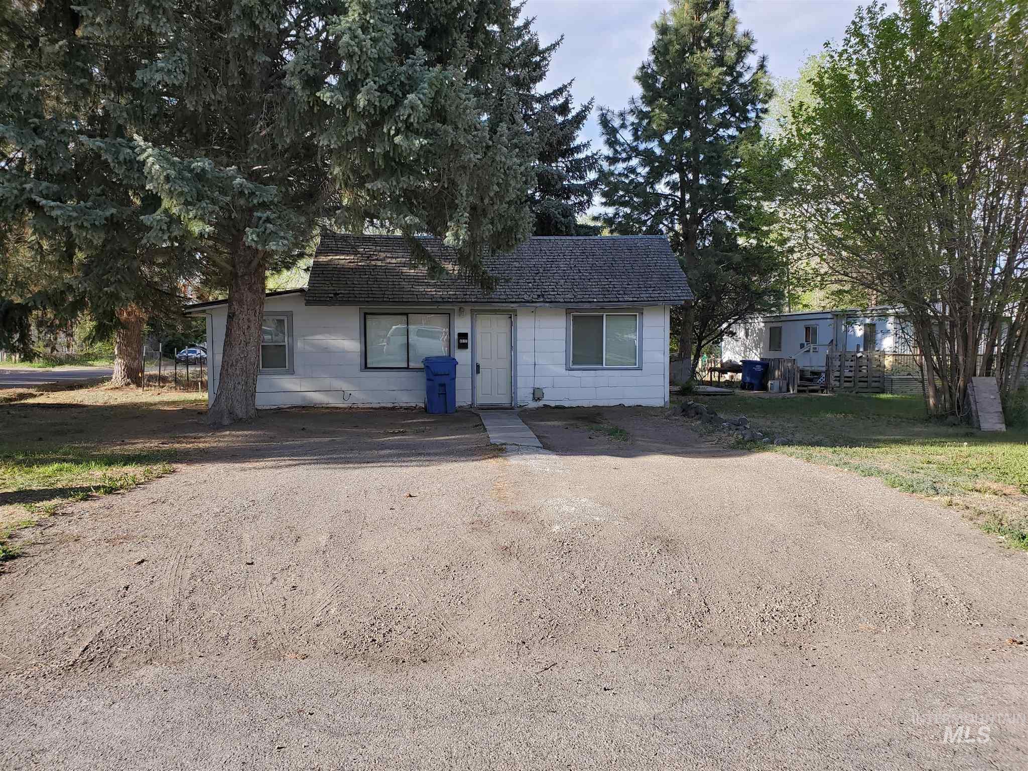 401 F Ave W Property Photo 1